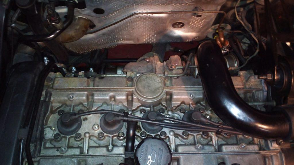 volvo-850-s70-v70-c70-1998-change-spark-plugs_3