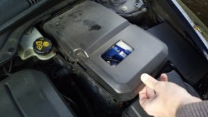 how-to-replace-battery-volvo-s40-v50-c30-c70-2